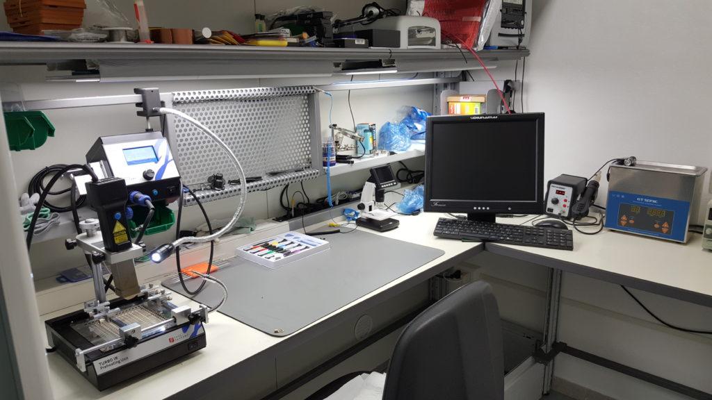 alcuni strumenti presenti nella camera bianca